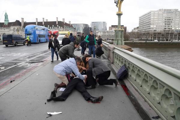 Paling sedikit 10 orang ditabrak van di London
