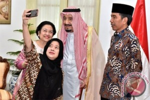 Media Saudi soal Raja Salman: selfie dengan Najib, nge-vlog dengan Jokowi