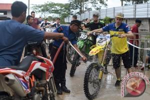Puluhan peserta MXGP uji coba lintasan