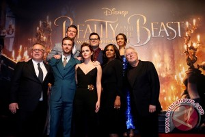 """Beauty and the Beast"" geser ""Kong: Skull Island"""