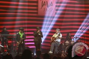 """Iwan Fals """"baper"""" tampil di Java Jazz Festival 2017"""