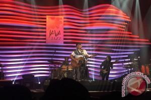 Tampil di Java Jazz, Iwan Fals nyanyikan lagu sentil pemerintahan