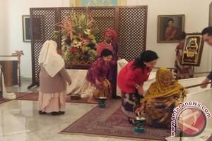 Iriana Widodo jamu istri-istri kepala pemerintahan KTT IORA