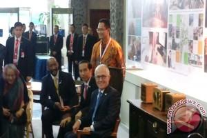 Presiden Jokowi ajak pemimpin negara mencoba kursi rotan