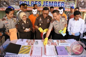 Saber Pungli Jember tangkap tangan pejabat SMK
