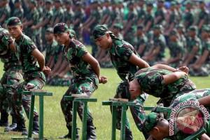 Ribuan personel TNI dan polisi olahraga bareng