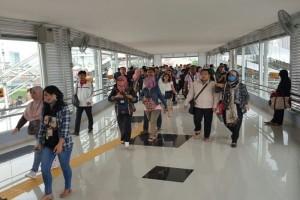 JPO Stasiun Tanah Abang mulai beroperasi