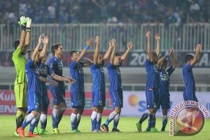 Persib unggul atas Semen Padang di babak pertama