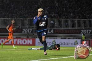 Pelatih Arema FC puji Cristian Gonzales