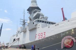 Ribuan warga Jakarta kunjungi kapal Italia ITS Carabienere/F-593