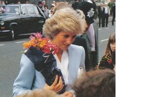 Pangeran William dan Harry kenang Putri Diana di film dokumenter