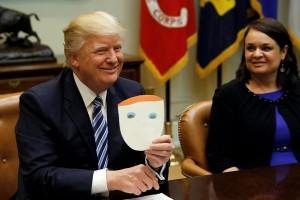 """Trump akan sumbangkan gajinya """"pada akhir tahun"""""""