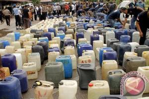 Polisi sita ratusan botol miras oplosan