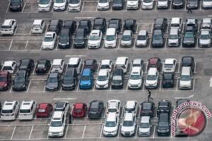 Polisi tutup sejumlah area parkir atasi kemacetan