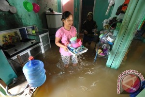 Warga Cikas Bekasi protes banjir pada pengembang