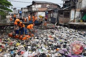Sampah jadi masalah sungai di Jembrana