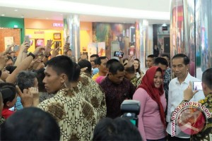 Presiden Jokowi: Sektor pelayanan perlu perbaikan