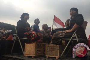Aksi protes semen kaki petani Kendeng (video)