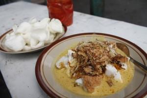 Cicip gurih Soto Bongko khas Sumedang