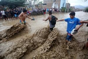 Banjir bandang terjang Peru, ribuan orang terjebak