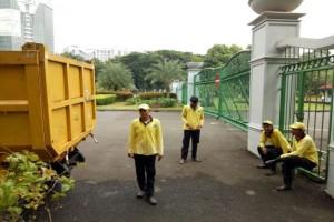"""""""Pasukan Kuning"""" penjaga kebersihan Jakarta """"sudah enak"""""""