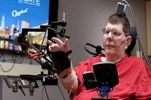 Brain implant lest paralyzed man feed himself using his thoughts