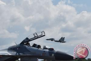Pesawat Tempur Latihan Demo Udara
