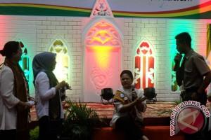 Akting Ibu Iriana Jokowi dibujuk pelajar tidak pakai narkoba