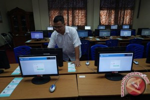 Siswa SMK Swadaya bagi sembako jelang UNBK