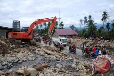 Empat alat berat dikerahkan ke lokasi banjir bandang Magelang