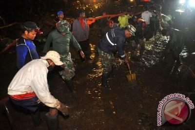 Gubernur Jateng tinjau lokasi bencana banjir bandang Magelang
