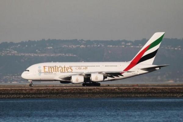 Emirates Cabut Larangan Laptop Masuk Kabin