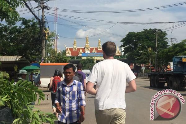 Melintas Batas Thailand-Kamboja Dengan Bus