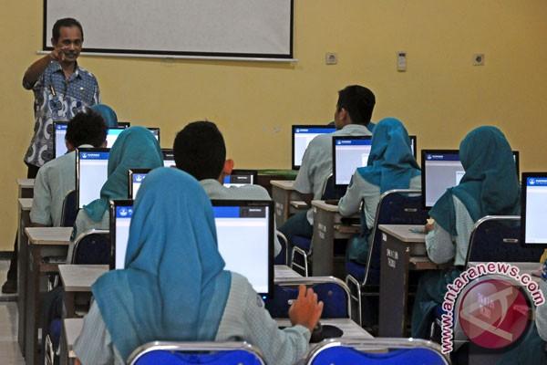Siswa SMA/SMK Bekasi lulus UN 100 persen
