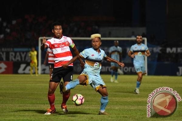 Persela Lamongan tundukkan Madura United 2-0