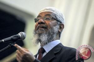 Ceramah Zakir Naik dialihbahasakan lewat gelombang radio