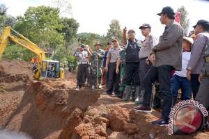 Wagub Jatim pastikan relokasi korban longsor Ponorogo