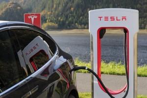 Tesla jual 25ribu mobil listrik pada kuartal pertama 2017