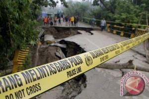 Enam rumah warga Kediri rusak terkena longsor