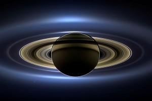 Pesawat antariksa NASA selamat setelah tembus cincin Saturnus