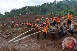 Wagub Jatim: evakuasi korban longsor Ponorogo dihentikan