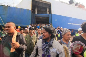 Penumpang Kapal Mutiara Persada terbakar tiba di Lampung