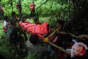 Evakuasi Korban Kecelakaan Di Gunung Gede