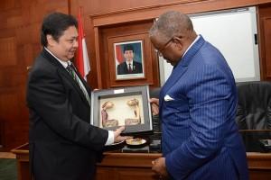 Pemerintah dorong ekspor alat transportasi dan pertahanan ke Angola