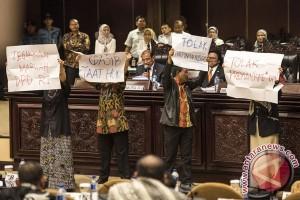Protes Anggota DPD