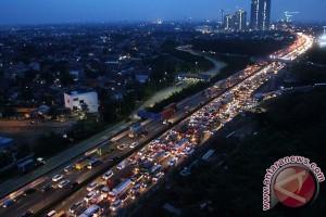 Arus tol Jakarta-Cikampek padat menjelang libur panjang