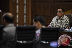Mantan pegawai bantah Rp8 miliar terkait KTP-e