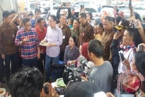 Megawati nikmati kerak telor dan bir pletok usai memilih
