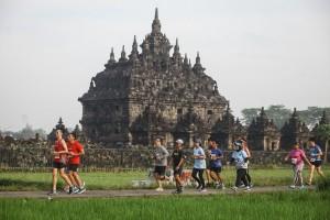 Lari keliling candi ala Mandiri Jogja Marathon