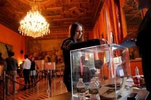 Macron-Le Pen diperkirakan unggul pada babak pertama pemilu Prancis